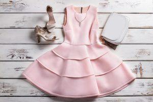 Sukienki wieczorowe dla puszystych i dodatki do nich