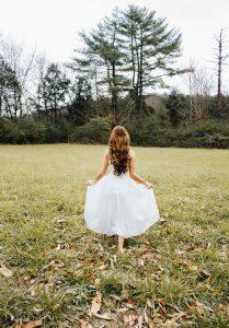 Sukienki szyfonowe na eleganckie przyjęcia